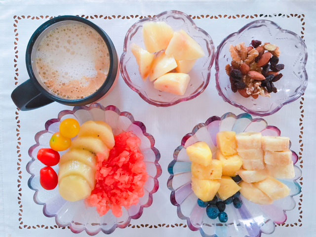 フルーツダイエットのメニュー例①キウイ・梨・グレープフルーツ・バナナ・パイナップル・ブルーベリー・トマト