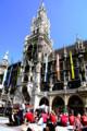 ミュンヘン・マリエン広場 FCバイエルンサポーターと新市庁舎 3枚HDR