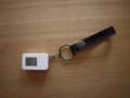 無印の携帯温湿度計にホルダーをつける。