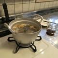 里芋を煮る