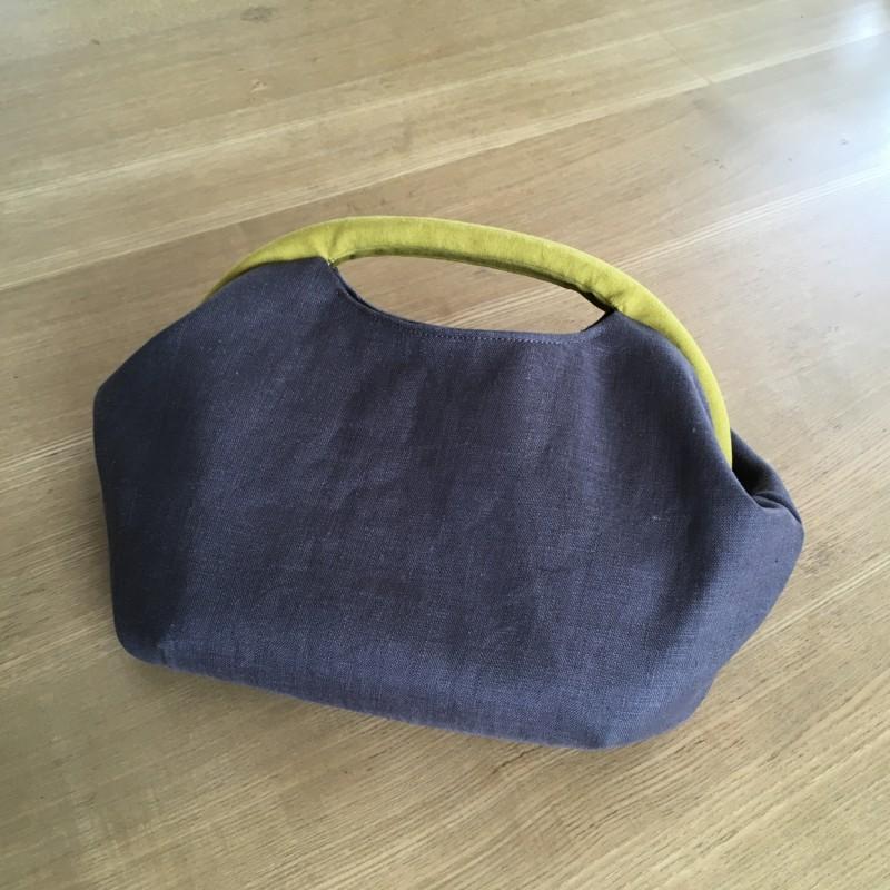 ニューム口金のバッグ