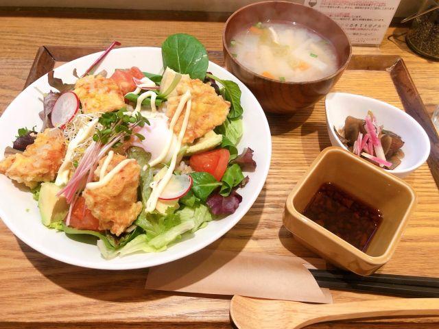 アボカド唐揚げサラダ丼