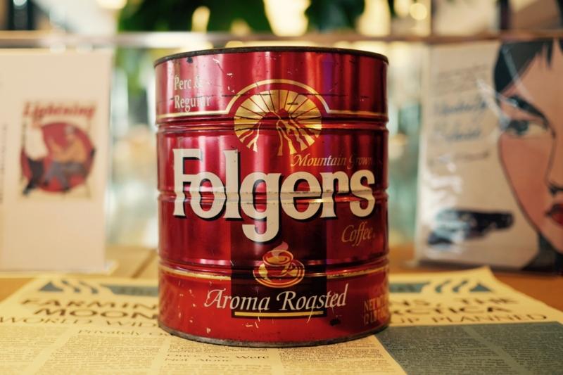 ビッグリボウスキ、ドニーの骨壷代わりのコーヒー缶