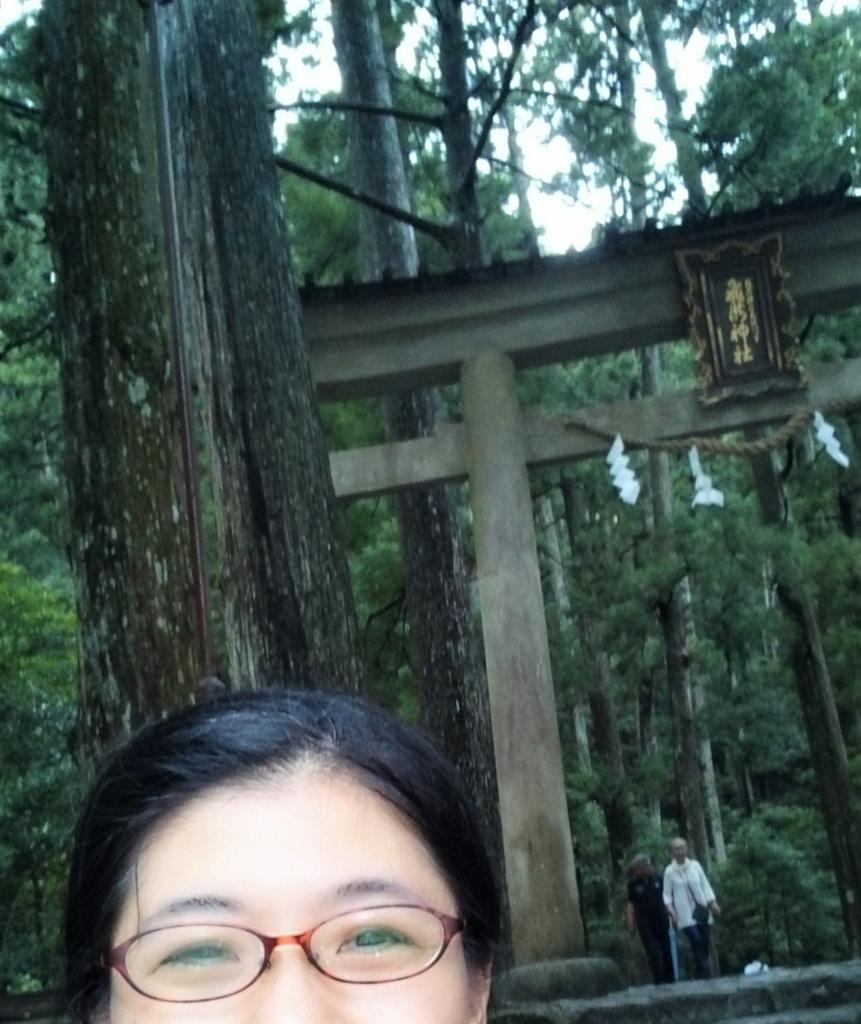 飛瀧神社の鳥居前