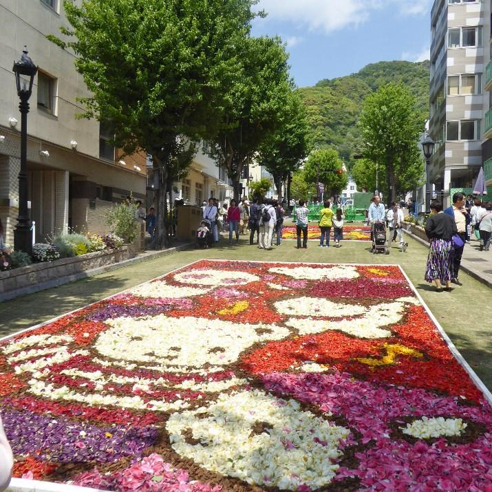 インフィオラータ神戸へ① 北野坂「ファミリア」