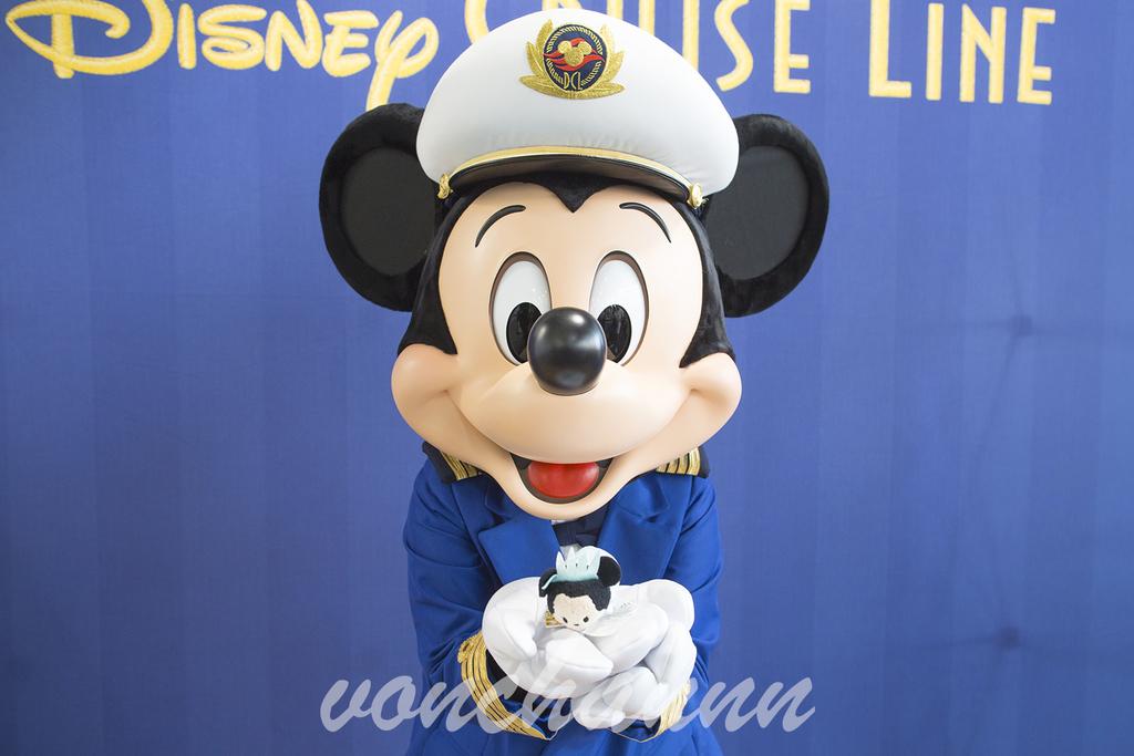 ミニーのツムを持ったキャプテンミッキー