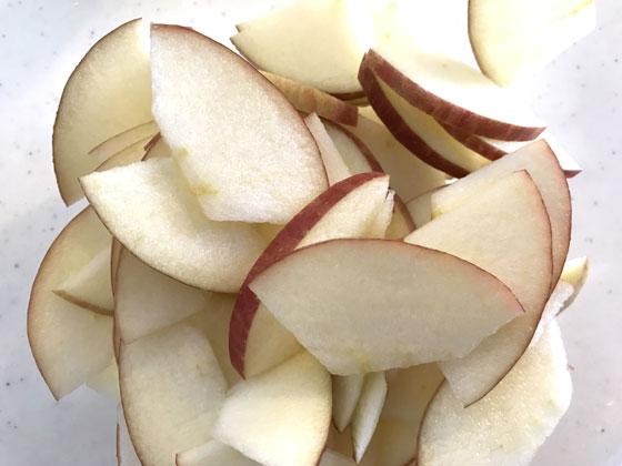 ガトーインビジブル(リンゴをきる)