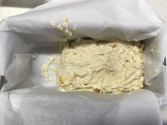 夏みかんマーマレードのパウンドケーキ:型に生地をいれる