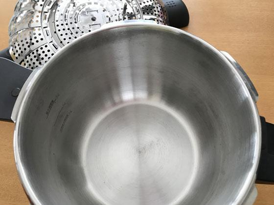 重曹できれいにした圧力鍋