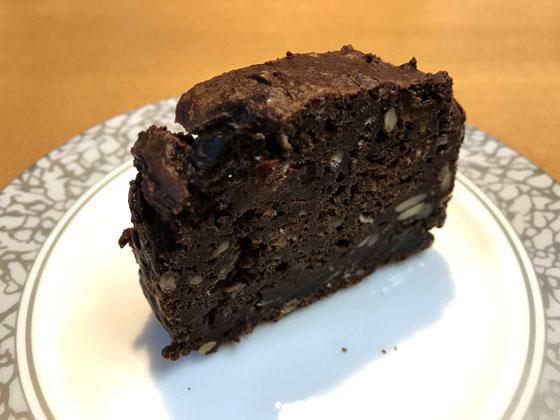 ヒマワリの種とレーズン入り豆腐ココアケーキ