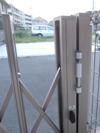 伸縮門扉の不具合