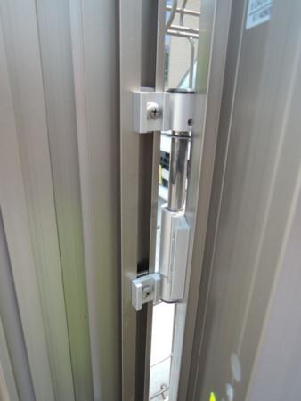 伸縮門扉のビス