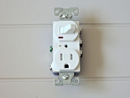 Cooler 274LA Combination Single Pole Switch & Grounding Receptacle