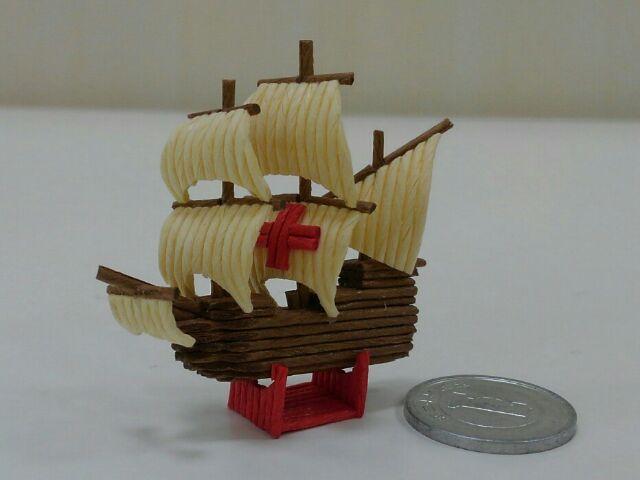紙バンド製ミニチュア帆船 赤十字セイル