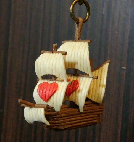紙バンド製ミニチュア帆船 ハートセイル
