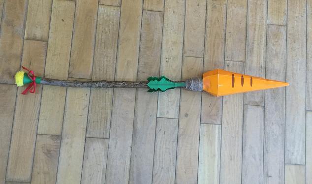 ペーパークラフトで作ったニンジン杖