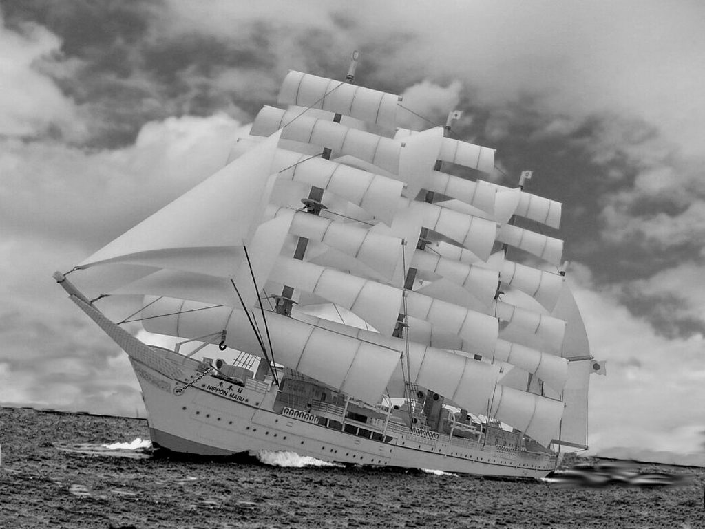 帆船「日本丸」合成写真モノクロ