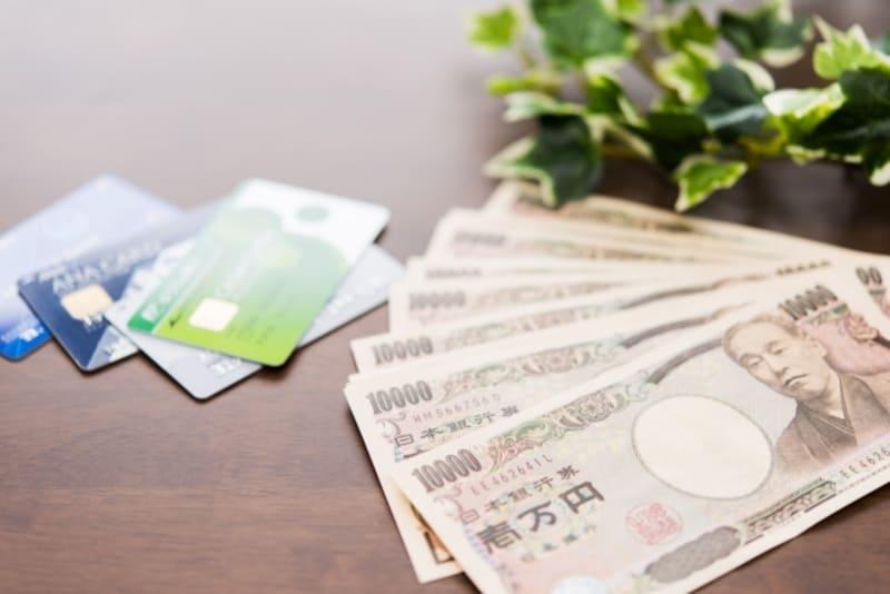 クレジットカードとお金の画像