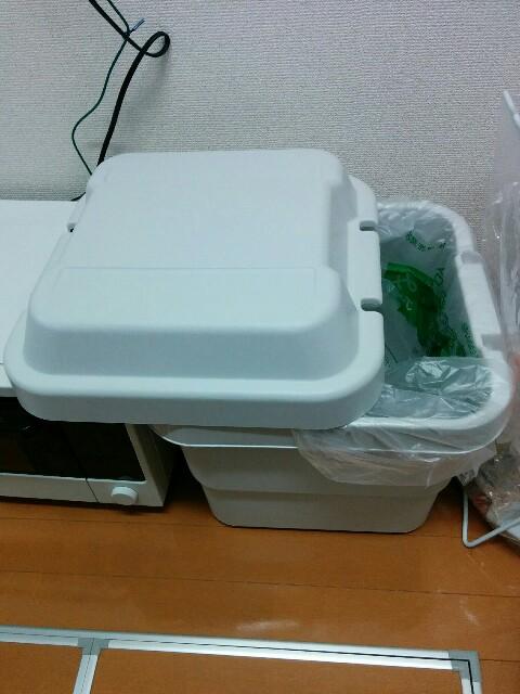 【1】ゴミ箱として頑丈ボックスを活用していました