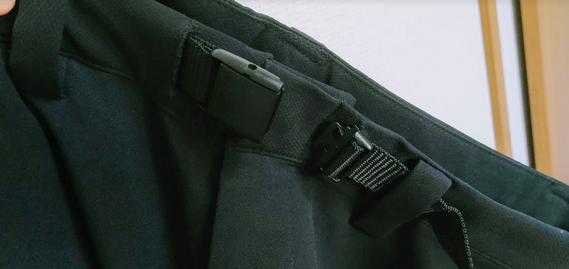 イージーパンツのベルト調整部品