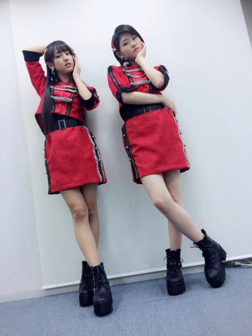 赤衣装の加賀楓