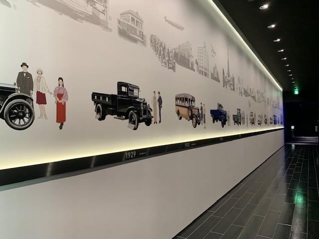 神奈川県藤沢市「いすゞプラザ」のいすゞ自動車パネル