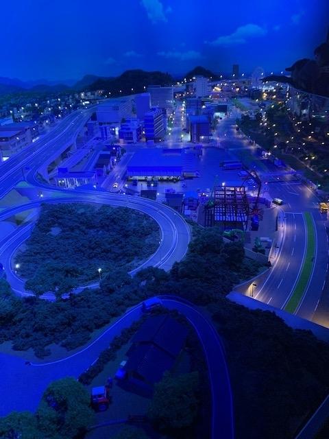 神奈川県藤沢市「いすゞプラザ」のジオラマ 夜バージョン