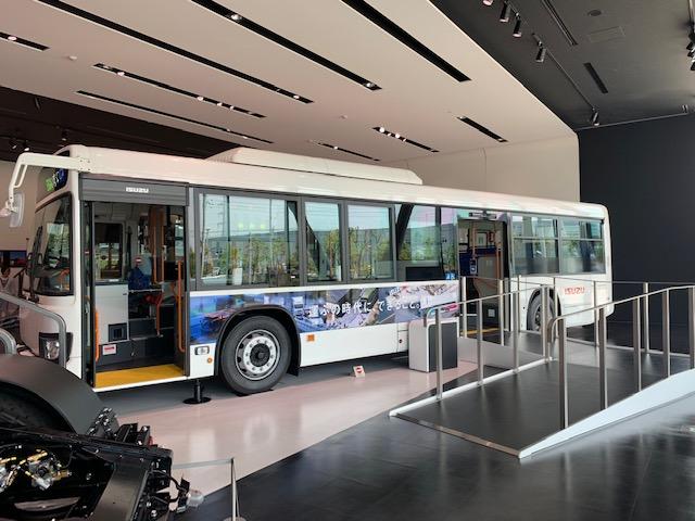 神奈川県藤沢市「いすゞプラザ」のバス