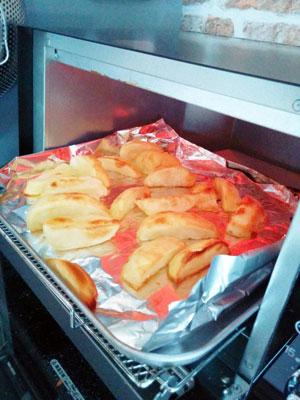 トースターで焼いたジャガイモ