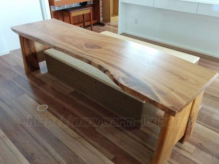 ヨシオ家の高床式ユニット畳とオーダーテーブル