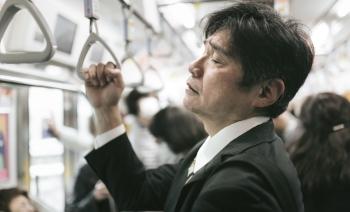 電車でアラフィフおっさんお疲れ