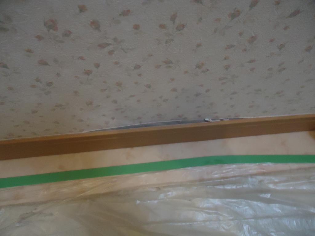 酔っ払った勢いでトイレの壁が破損!!DIYで綺麗に戻しました。リフォームの源さん