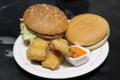 無料券のハンバーガー、200円のビッグマック、100円のチキンナゲット