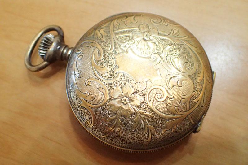 エルジンの懐中時計の彫刻
