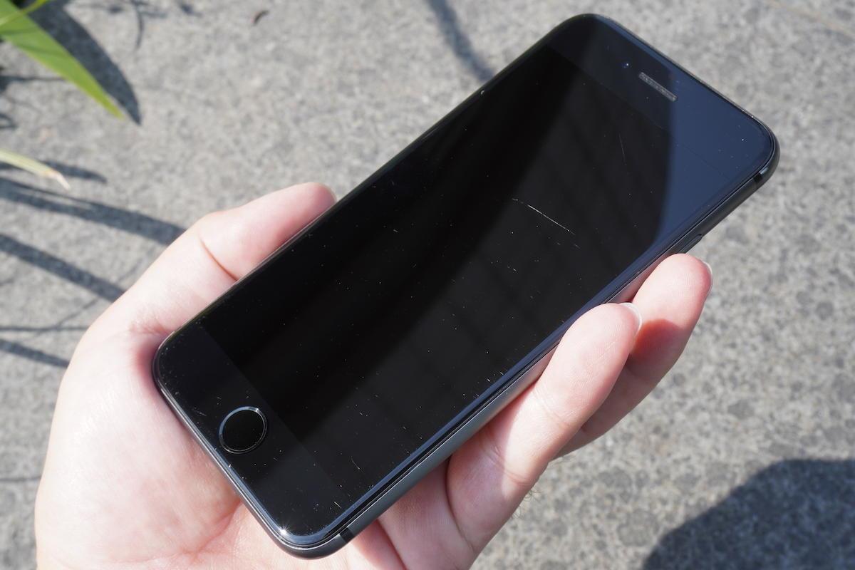 iPhoneの画面にできたキズ