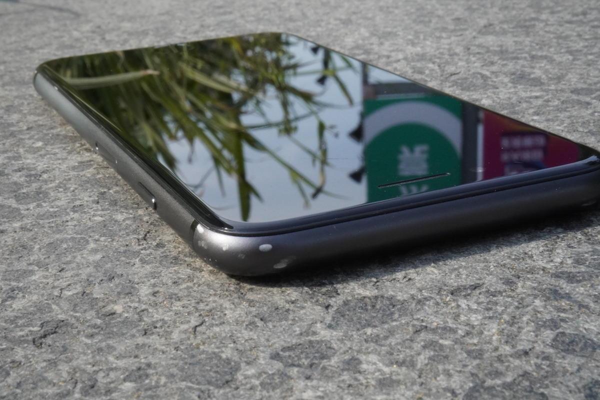 iPhoneのエッジに発生したキズ