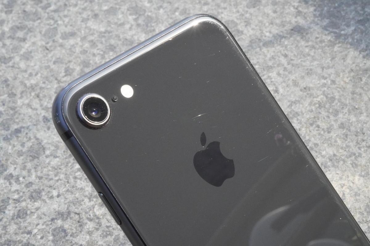 iPhoneの裏面ガラスに発生したキズ