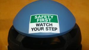 ヘルメットにもステッカーチューン 安全第一
