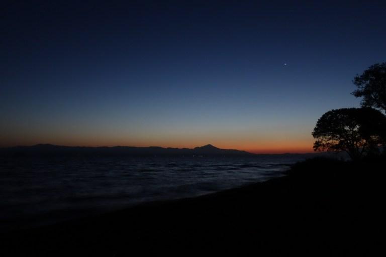 日の出前の琵琶湖