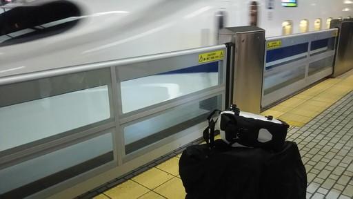 荷物は輪行バッグとサイドバッグ