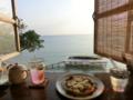 二ライカナイ橋付近の浜辺の茶屋