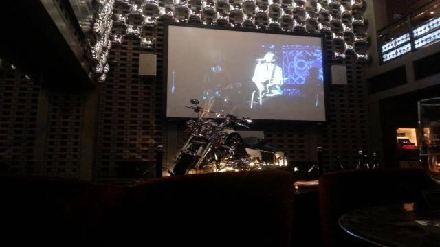 ダイアモンドムーン 巨大スクリーン