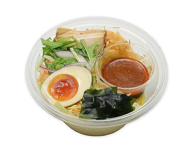 野菜と食べるピリ辛ラーメンサラダ