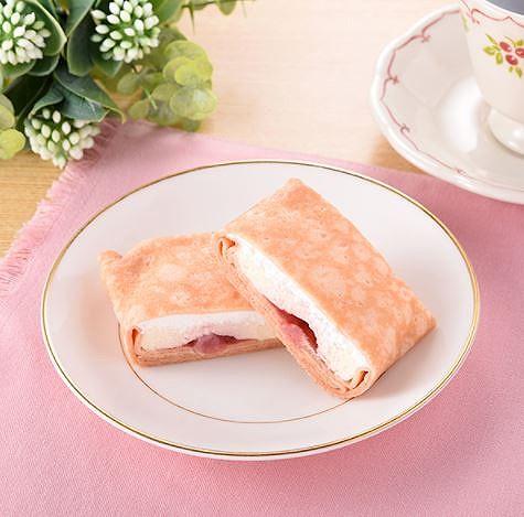 苺レアチーズのもちもちクレープ