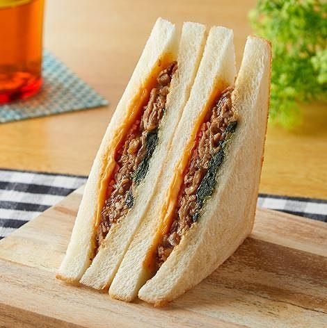 HOTサンド 牛カルビ焼肉&チーズ