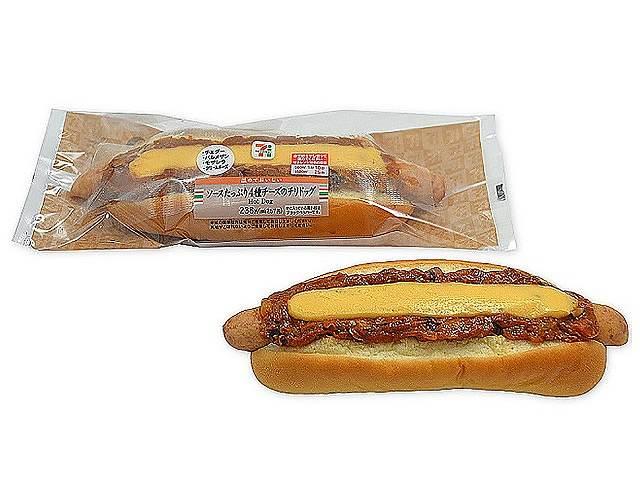 ソースたっぷり4種チーズチリドッグ