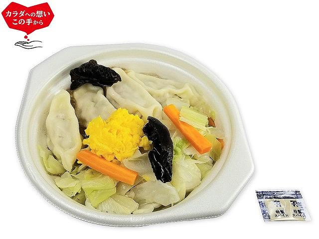1/2日分の野菜と餃子の中華スープ