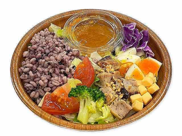 スプーンで食べる12品目のチョップドサラダ