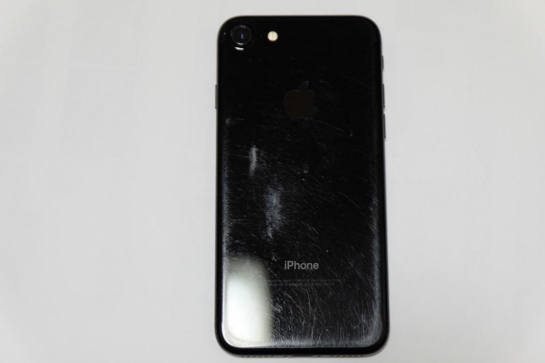 iPhone7のジェットブラックの背面