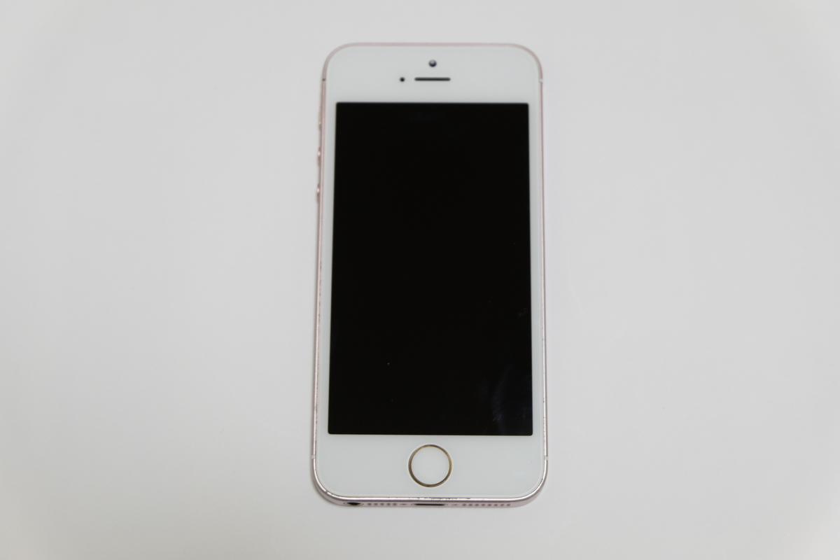 iPhone SEローズゴールドの前面